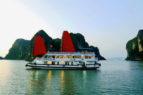 Hanoi - Halong overnight on Cruise (B, L, D)