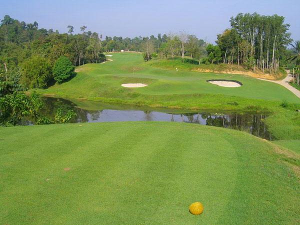 Golf at Rajjaprabha Dam Golf Course (B)