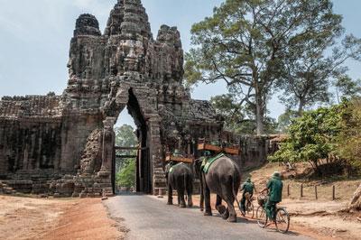 Full day Angkor Watt tour (B, L)
