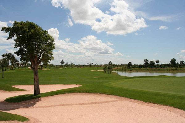 Play golf at Phokeethra Country Club (B)
