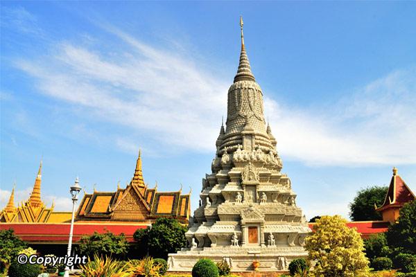 Arrive in Phnom Penh
